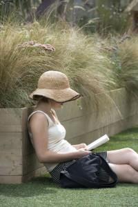 Bergamo Paesaggio donna che legge