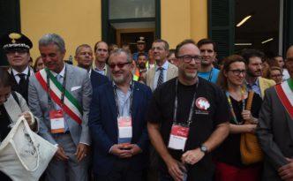 foto gruppo con Maroni e fondatore Wikipedia