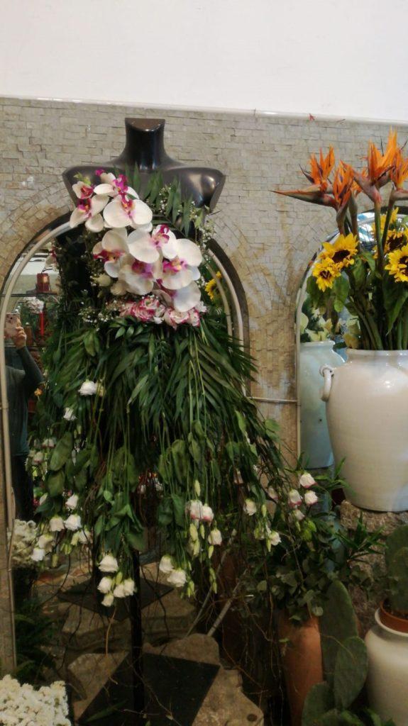 Fuorisalone 2019 abiti di fiori in mostra a Milano